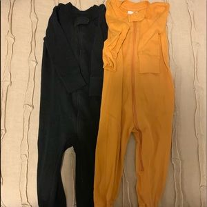 Hanna Andersson Pajamas - Two pairs of footed Hanna Andersson Sleepers